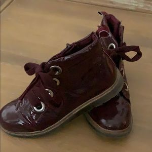 Super cute shoe boot with laces!
